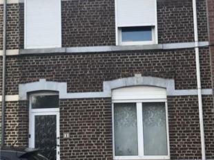 INSTAPKLARE RIJWONING<br /> De woning is gunstig gelegen nabij het centrum van Hoegaarden en instapklaar!<br /> Op de gelijkvloerse verdieping bevindt