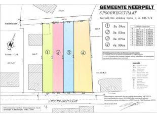 PERCEEL BOUWGROND VOOR GESLOTEN BEBOUWING (LOT 2)<br /> Een perceel bouwgrond voor gesloten bebouwing (lot 2) gelegen aan de Spoorwegstraat met opperv
