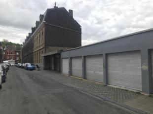 Garage une voiture avec volet  rue Lambert Grisard à Liège.<br /> Garage, box fermé (volet enrouleur 2m de haut, se ferme avec ca