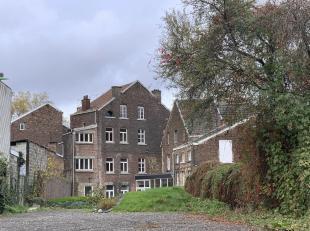 Bel ensemble immobilier (bureaux, appartements et terrain)<br /> Bel et vaste ensemble immobilier partiellement rénové composé -