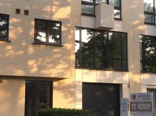 Appartement gelegen aan de Miksebeekstraat in gebouw zonder lift. Het appartement is gelegen op de tweede verdieping en omvat: ruime inkomhal, 2 slaap
