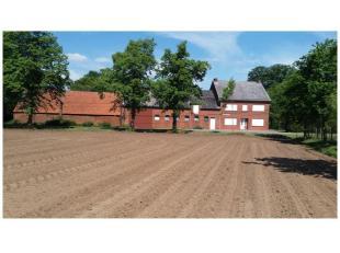 HOEVE - mogelijkheid tot aankoop van 4 hectare landbouwgrond.<br /> Bouwjaar 1960, kad. sectie C nrs. 93B en 93C, gelegen in landschappelijk waardevol