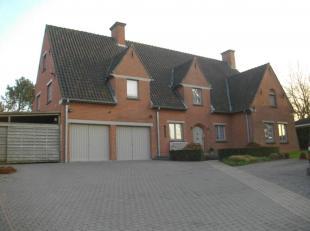 KLASSIEKE VILLA<br /> Villa op 1.535m² best. uit vestiaire, wc, praktijkruimte en wachtpl. garage, carport/berging en parkeerpl.,  living, inger.