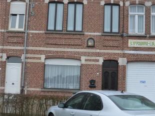 Goed gelegen woonhuis. Zeer goed onderhouden.  Ruime plaatsen.  Garage gelegen Bassevillestraat +3.  CV gas.<br /> Indeling : hall, woonkamer, eetkame