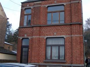 Maison 4 façades, d'envir. 04 a, ds quart. verdoyant avec terrain à bâtir. Sous-sol: cave, chaufferie. Rez-de-chée: hall, s
