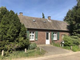 Deze hoevewoning is rustig gelegen te Kinrooi (Ophoven), Donkstraat 52 en wordt uit de hand te koop gesteld.De eigendom, bestaande uit de woning met a