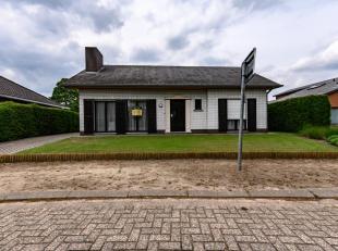 Gelijkvloerse woning nabij het centrum van Oud-Turnhout. Indeling: keuken, living, badkamer met bad, douche en toilet, apart toilet, kelder, zolder. V