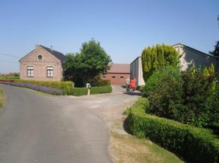 HOEVE<br /> Landelijk en mooi gelegen nabij domein 'De Lovie'. Verzorgd en in goede staat.<br /> Omv.: te renoveren woonhuis, landgebouw, loods 1 met