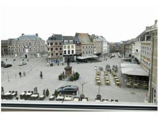 Centraal gelegen appartement met uitzicht op de markt 3&4verdiep. Grote Markt 17 B7, Tongeren, 2 slaapk..EPC 187 kWh/m2,Stedenbouwkundige vergunni