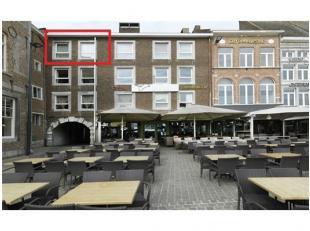 Centraal gelegen duplex appartement met uitzicht op de Markt, Residentie De Casque, 3&4 verd. 2 slaapk., EPC 216 kWh/m2,Stedenbouwkundige vergunni