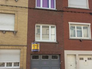 Gerenoveerde woning met garage en koertje, nabij het station.<br /> GLV: badkamer met douche, wc en lavabo, wasplaats, kelder; Eerst verd: living met