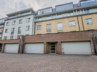 LUXUEUZE DUPLEX<br /> Luxueuze duplex (ca. 160 m²) gelegen op de 3e verdieping (bereikbaar via de lift), in een rustige groene omgeving aan de Go