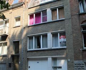 Bel-étage in het centrum van Brugge, gelegen aan de Brugse Vesten en zonder inkijk!<br /> Deze burgerwoning omvat op de gelijkvloers een inkom