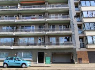 APPARTEMENT LANGS DE COUPURE<br /> Het appartement is gelegen op de tweede verdieping, omvat een inkomhal met vestiaire, lichtrijke leefruimte met fan