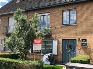 Deze goed gelegen woning bevindt zich op fietsafstand van Brugge en het AZ Sint-Jan, dichtbij winkels aan de Veemarktstraat en nabij bevindt zich een