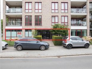 INGERICHTE BUREELRUIMTEN<br /> Twee burelen gelegen op het gelijkvloers met twee autostaanplaatsen en een garage, zijnde:<br /> - Het bureel A02 (blok