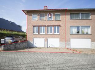 GOED GELEGEN WONING MET GARAGE<br /> Woning in zeer goede staat van onderhoud, gekend wijk F nr 194/M/10 P0000, groot 3a 15ca.<br /> Omvatt: hal, livi