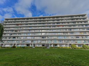 GOED EN RUSTIG GELEGEN APPARTEMENT<br /> Zeer goed en rustig gelegen appartement op de 6e verdieping.<br /> Indeling: hall, ingerichte keuken, living