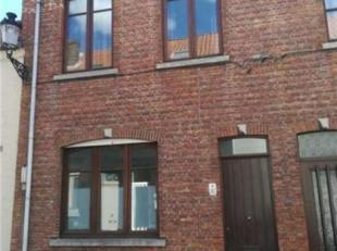 CHARMANTE STADSWONING MET KOER<br /> Opp. 75 m², KI euro 386,00.<br /> Omvattende: inkom, open living, keuken, badkamer met ligbad, lavabo en toi
