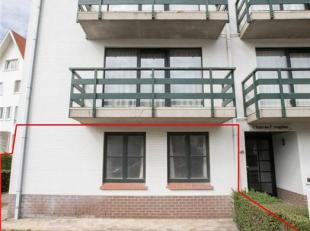 APPARTEMENT NABIJ DE ZEEDIJK<br /> Centraal gelegen appartement, nabij de zeedijk op de gelijkvloerse verdieping,<br /> bestaande uit: inkomhall met r