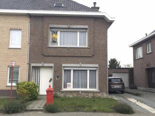 Halfopen bebouwing te Sint-Niklaas met 3 slaapkamers<br /> Halfopen bebouwing te Sint-Niklaas, Sint-Gillisbaan 120. Inkom, grote woonkamer, kelder, ke