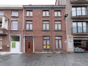 SINT-TRUIDEN  Tiensesteenweg 46, Sint-Truiden   Woning gelegen in het centrum van Sint-Truiden, Tiensesteenweg 46. Te renoveren. Omvattende: gelijkvlo