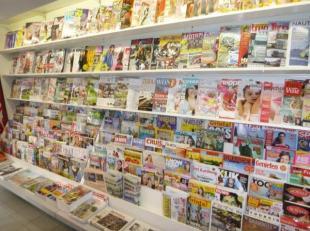 Krantenwinkel (o.a. verkoop van prepaidkaarten, cadeau-artikelen, lottformulieren) met private woongelegenheid. De handelszaak is over te nemen. Alle