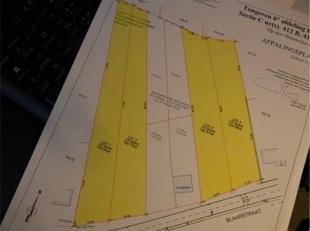 Mooi gelegen bouwgrond te Berg Blaarstraat langs huisnr. 204 perceelbreedte 20,80 m diepte van ong.135m