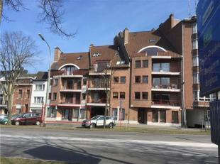 Deze kantoor-/winkelruimte is gelegen in het centrum van Tongeren, Eeuwfeestwal 16, op wandelafstand van de Grote Markt, scholen, busstation, enz. Mom