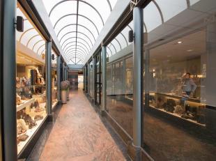 Goed gelegen gelijkvloerse handelsruimte in het commercieel centrum van Bilzen<br />  Op te frissen gelijkvloers handelspand van 154 m². Gelegen