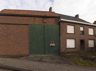 """GROND MET WONING EN MAGAZIJN<br /> Een woonhuis met magazijn (af te breken) en 55+, 852m². Te bezichtigen op eigen risico. Stedenbouw: RUP """"Dorp-"""