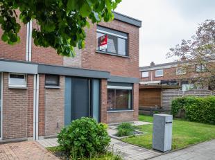 Een volledig gerenoveerde woning (half open bebouwing) met tuin, gelegen in een zeer rustige woonwijk tussen Blaasveld en het kanaal Willebroek. De wo