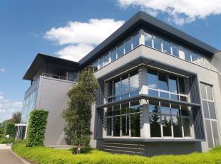 Dit moderne kantoorgebouw is gelegen aan het klaverblad van Lummen (E313 en E314).  Oppervlakten vanaf 206 m² tot 550 m².  Huurders hebben d