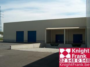 """Modern logistiek gebouw met kantoren gelegen in de industriezone """"Beaulieu"""", in de nabijheid van de Woluwelaan en van de Schaarbeeklei.   Oppervlakten"""
