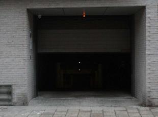 De autostaanplaats bevindt zich in een recent appartementsgebouw in het centrum van Antwerpen op de hoek met de Italiëlei en de Ankerrui.<br /> D