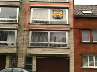 Te koop in OOSTENDE, Nieuwpoortsesteenweg 410/ 2. <br /> <br /> Ruim appartement (+/- 95m2!) met 2 slaapkamers, terras en autostaanplaats, gelegen tus