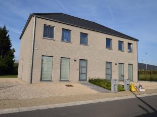 TE KOOP in Sint-Lievens-Houtem - Lindestraat 35 <br /> <br /> Mooi en landelijk gelegen loten bouwgrond voor het bouwen van een halfopen bebouwing.<br