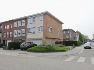Deze instapklare bel-étagewoning is zeer goed gelegen vlakbij Boekenberg Park, School Drakenhof, enz...<br /> De woning bestaat uit: oprit, ink