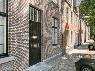 De instapklare woning is gelegen in de Sophie Van Akenstraat 30 te Gent. Het combineert gezelligheid en hedendaags comfort. De ruime woning, met een g