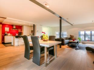Deze loft werd gebouwd met oog op een kwaliteitsvolle afwerking. De woning heeft een bewoonbare oppervlakte van 130m², een ruime leefruimte met a