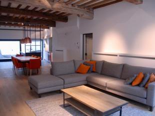 Dit klassevol, bemeubeld appartement is perfect voor wie centraal wil wonen in een pand met veel uitstraling. De authentieke elementen geven het een g