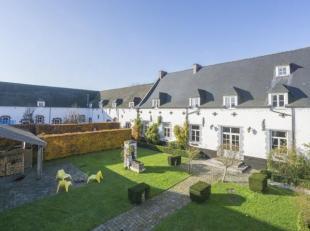 W-02AIJZ - Contact : François Geleyns +32 475 600 077 Cette splendide ferme en carrée datant du 13ème siècle est unique en
