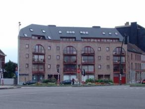 Place des Chasseurs à Pieds 6 à 7000 MONS. Proche du centre ville, très bel appartement situé au 2ème étage