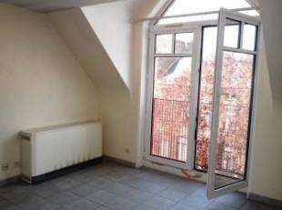 Avenue de Saint-Pierre 27 à 7000 MONS. Appartement situé au 3ème étage de l'immeuble et à proximité du parc