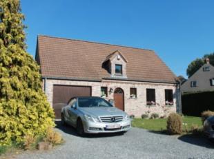 Rue Vital Culot 4 à 7030 Saint-Symphorien. Belle villa sur terrain de 11 ares dans un environnement calme et verdoyant, composée de: hal