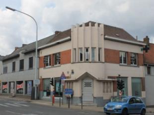 Idéalement situé sur un axe très fréquenté, au croisement de l'Avenue Foch, de la rue Clemenceau et de l'Avenue du