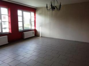 Domaine des Bruyères 1 à Mons. Appartement rénové situé à proximité de toutes commodités (comm