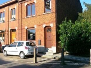 Rue Joseph Wauters 11 à MARCHE-LEZ-ECAUSSINES. Maison 3 façades avec au rez : hall, salon, salle à manger, cuisine équip&e