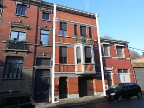 Liège : Bonne maison de ville bel-étage.<br /> Rez-de-chaussée : Hall - garage - 1 pièce de rangement. <br /> 1er : Hall -