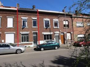 Liège : maison proche du golf de Bernalmont.<br /> Rez : Séjour - cuisine - salle de bains - cour.<br /> 1er : 2 chambres.<br /> 2&egrav